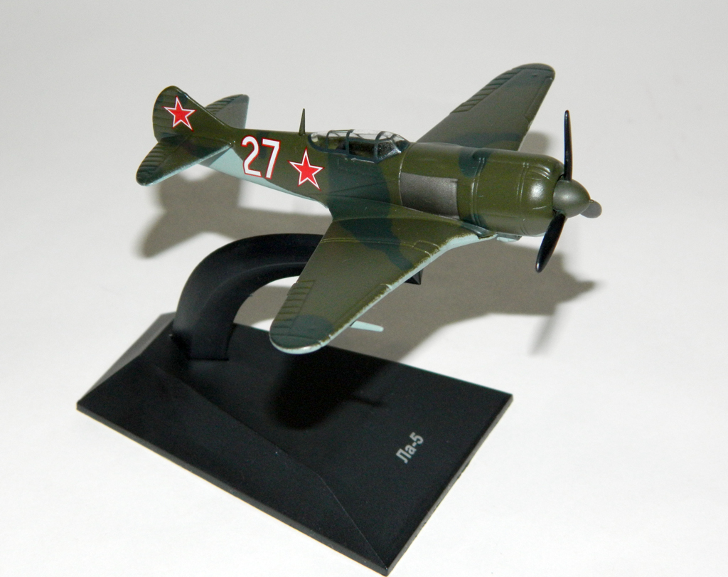 La-5F/Fn - Soviet fighter aircraft; 1/100