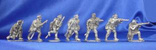 Dismounted Polish cavalrymen; 28 mm