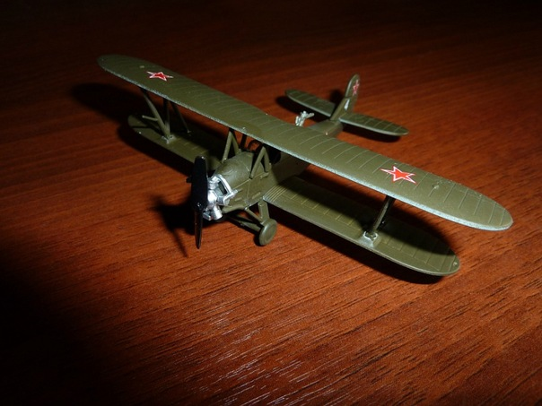 Polikarpov Po-2 - served as a general-purpose Soviet biplane; 1/100